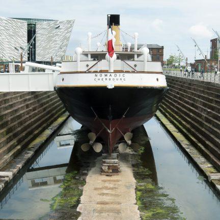 Schip in Belfast Docks in Belfast, Noord-Ierland