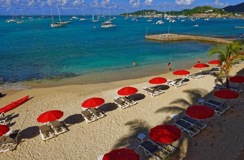 Strand van Hotel Le Beach in Marigot, Sint Maarten