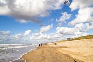 strand van zandvoort in noord holland