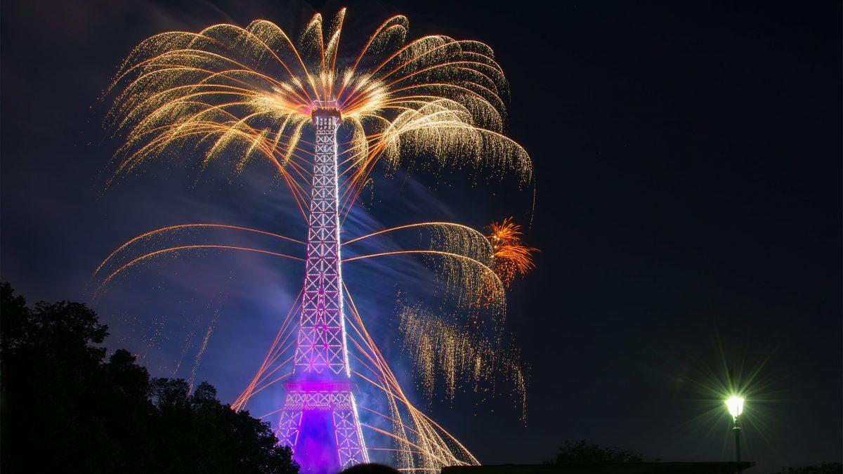 vuurwerk eiffeltoren parijs frankrijk