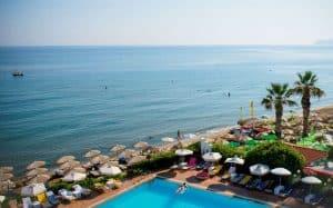 Zee en zwembad van Vasia Hotels Zephyros Beach Boutique in Stalís, Kreta