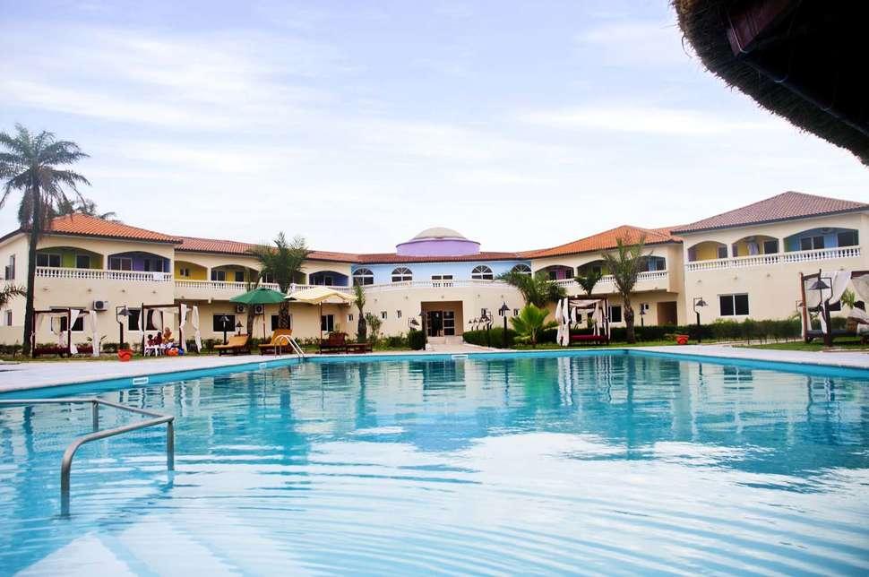 Zwembad van Aparthotel Djeliba in Kololi, Gambia