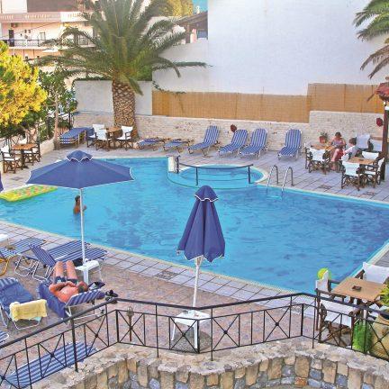 Zwembad van Areti Hotel in Agia Galini, Kreta