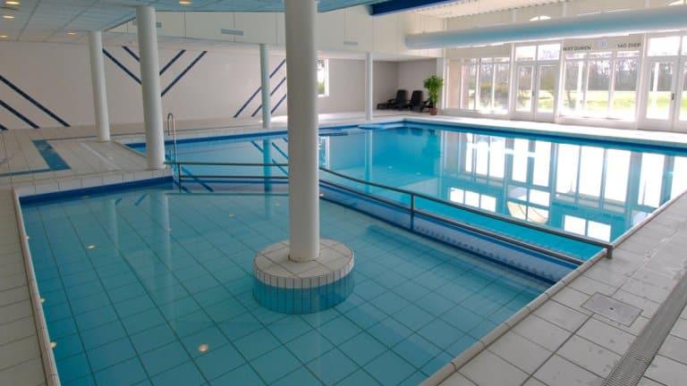 Zwembad van Fletcher Hotel-Resort Amelander Kaap in Hollum, Ameland
