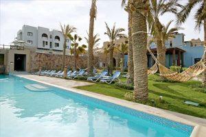 Zwembad en hangmatten in Hotel Marina Lodge in Marsa Alam, Egypte