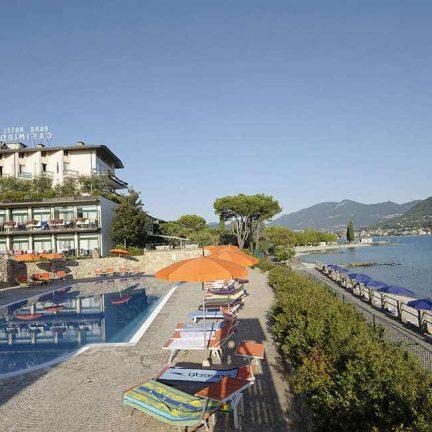 Zwembad en strand van Park Hotel Casimiro Village in San Felice del Benaco, Italië