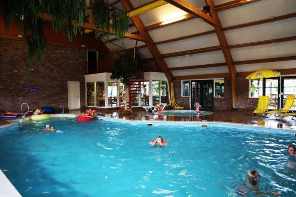 Zwembad van Villapark de Weerribben in Paasloo, Overijssel