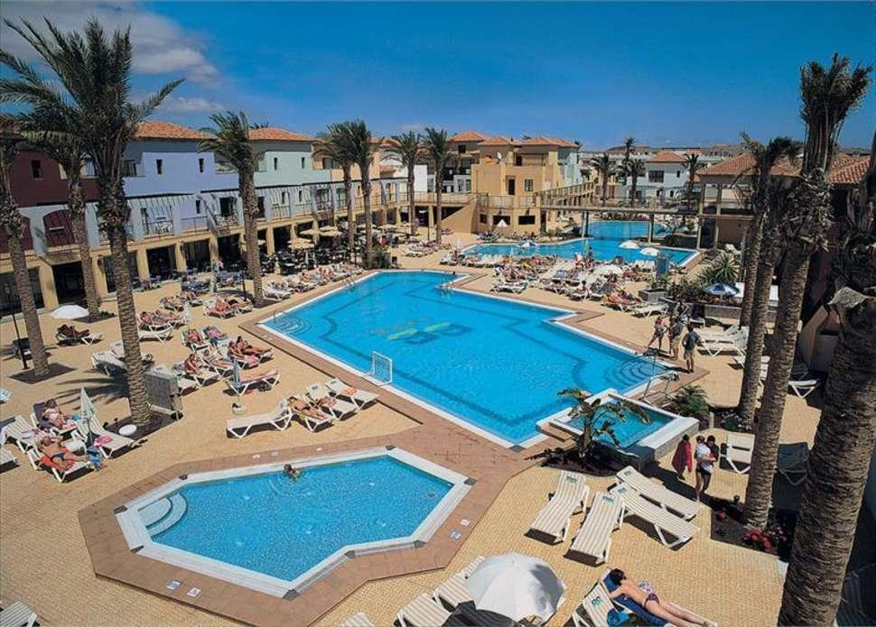 Zwembaden van Broncemar Beach Aparthotel in Caleta de Fuste, Fuerteventura