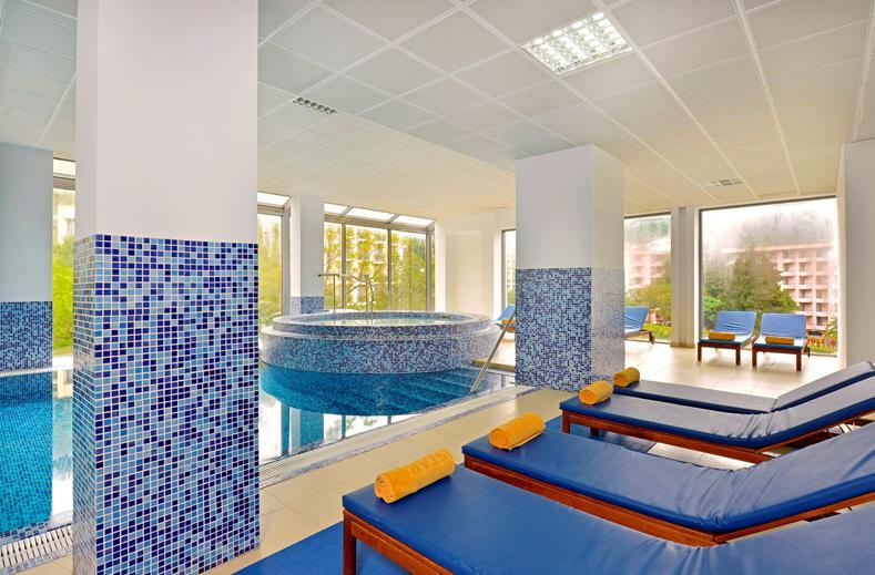 Binnenbad van Iberostar Bellevue Hotel in Becici, Montenegro