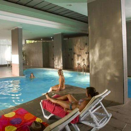 Binnenbad van Kervansaray Resort Marmaris in Marmaris, Turkije