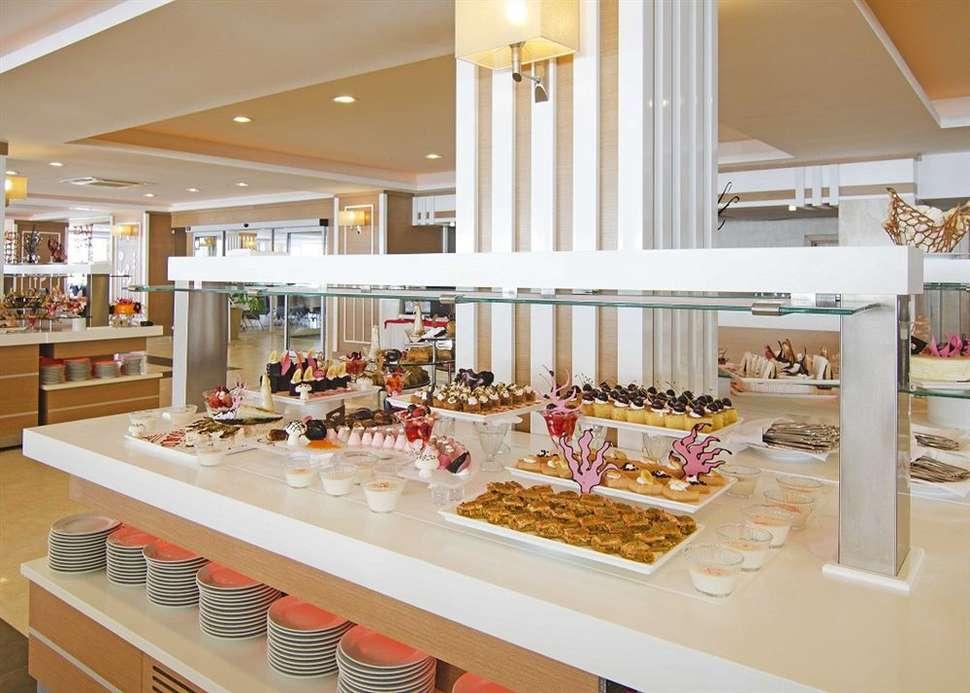 Buffetrestaurant van Palm Wings Beach Resort Kusadasi in Kusadasi, Turkije