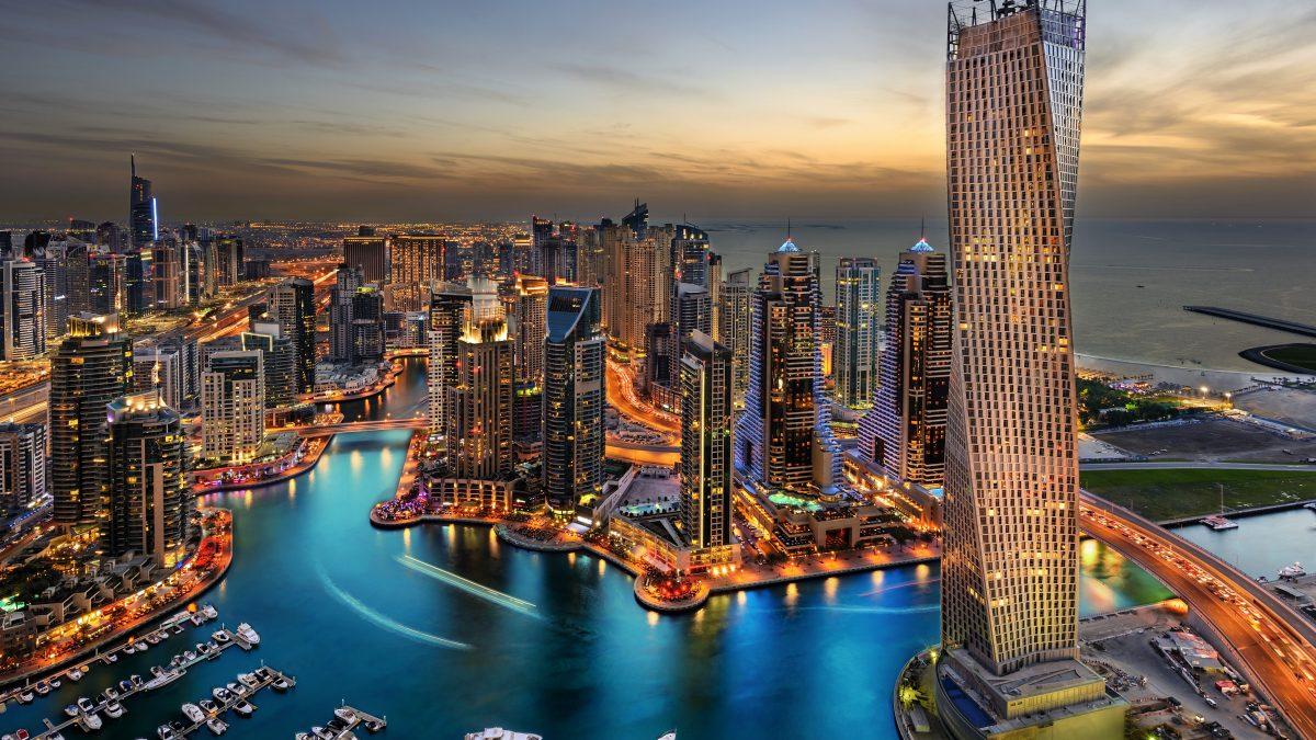 De haven van Dubai in de avond, Verenigde Arabische Emiraten