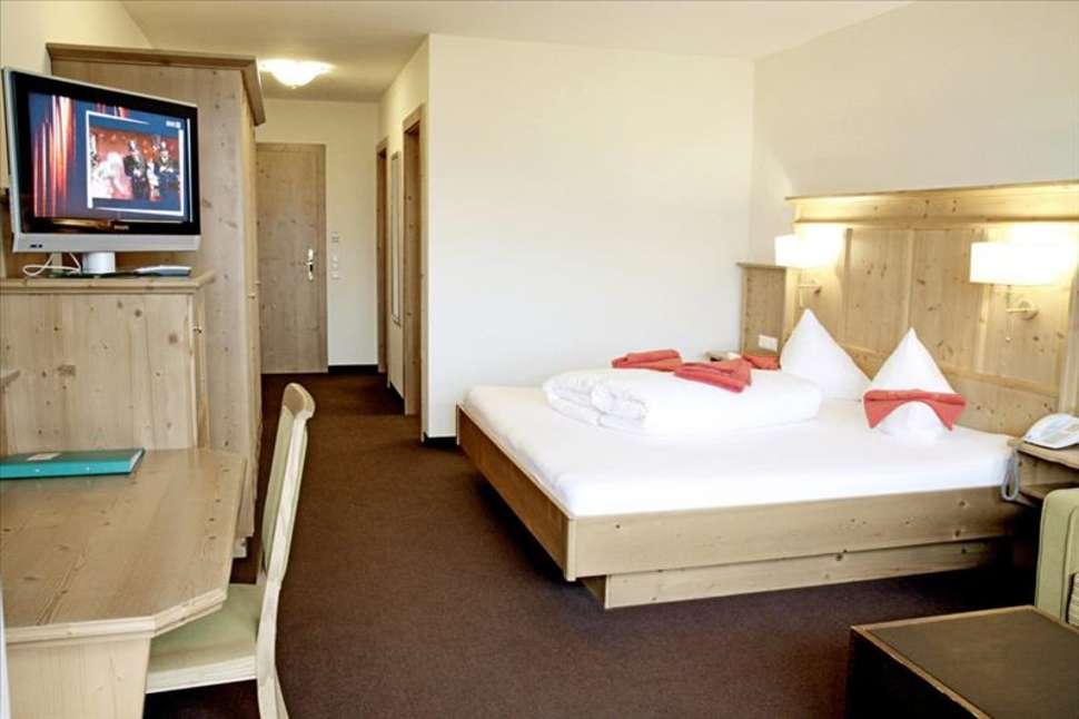 Hotelkamer van Harmony Hotel Harfenwirt in Niederau, Tirol, Oostenrijk