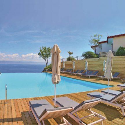 Infinity pool van Belvedere Hotel Lesbos in Molyvos, Lesbos
