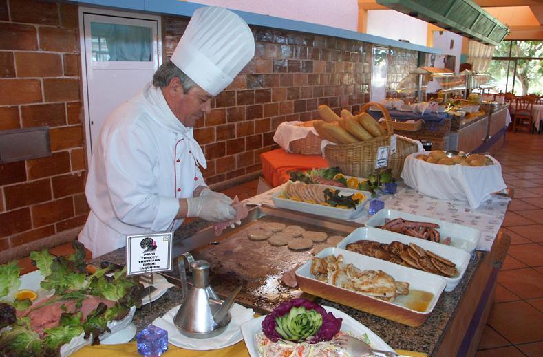 Kok in restaurant van Sun Club El Dorado in El Dorado, Mallorca