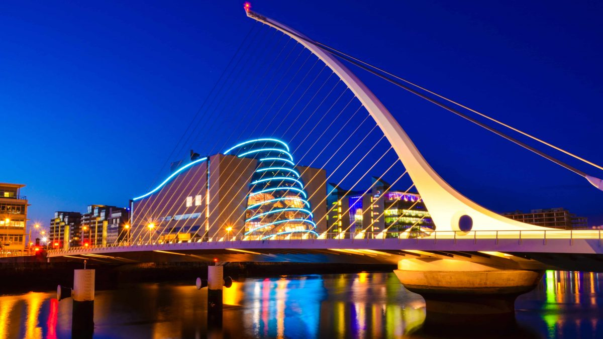 National Convention Centre and Samuel Beckett Bridge in Dublin, Ierland