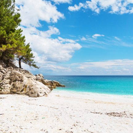 Rots op strand van Kreta