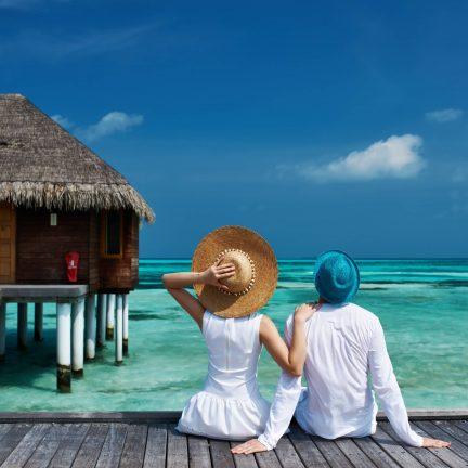 Stelletje op een steiger op de Malediven