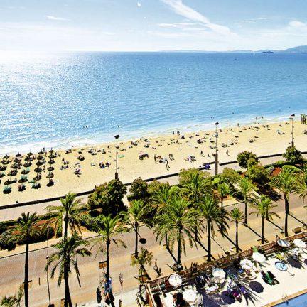 Strand en boulevard van Allsun Pil-lari Playa in Playa de palma, Mallorca