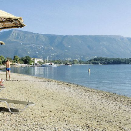 Strand bij Hotel Magna Graecia in Dassia, Corfu