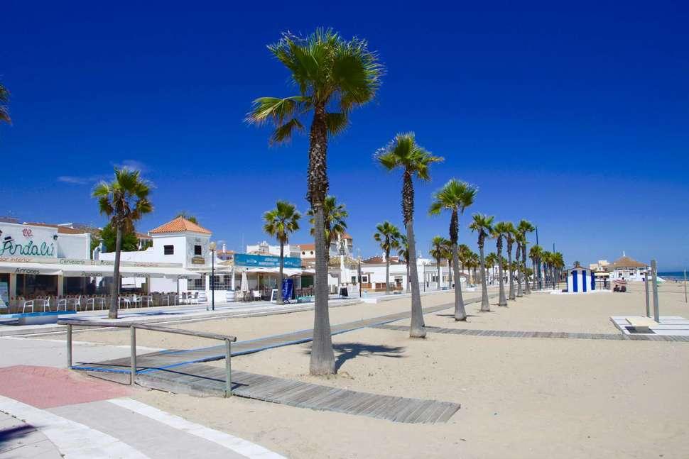 Strand bij Marble Ama Andalucia in Islantilla, Costa de la Luz, Spanje