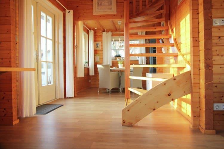Trap naar boven van Fins vakantiehuis in De Cocksdorp, Texel