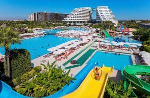 Uitzicht op Hotel Miracle Resort in Lara, Turkije