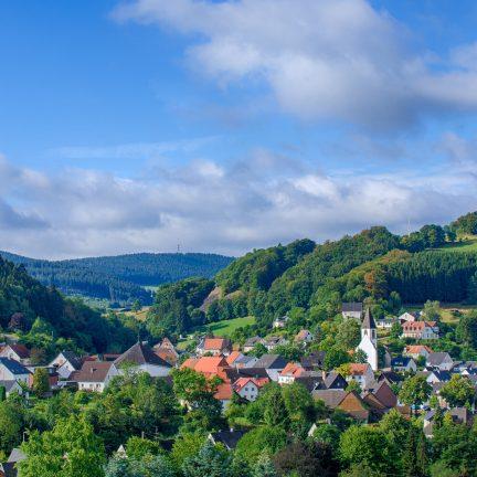 Uitzicht op Messinghausen, Sauerland, Duitsland