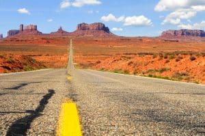 Weg naar Monument Valley in Utah/Arizona, Verenigde Staten