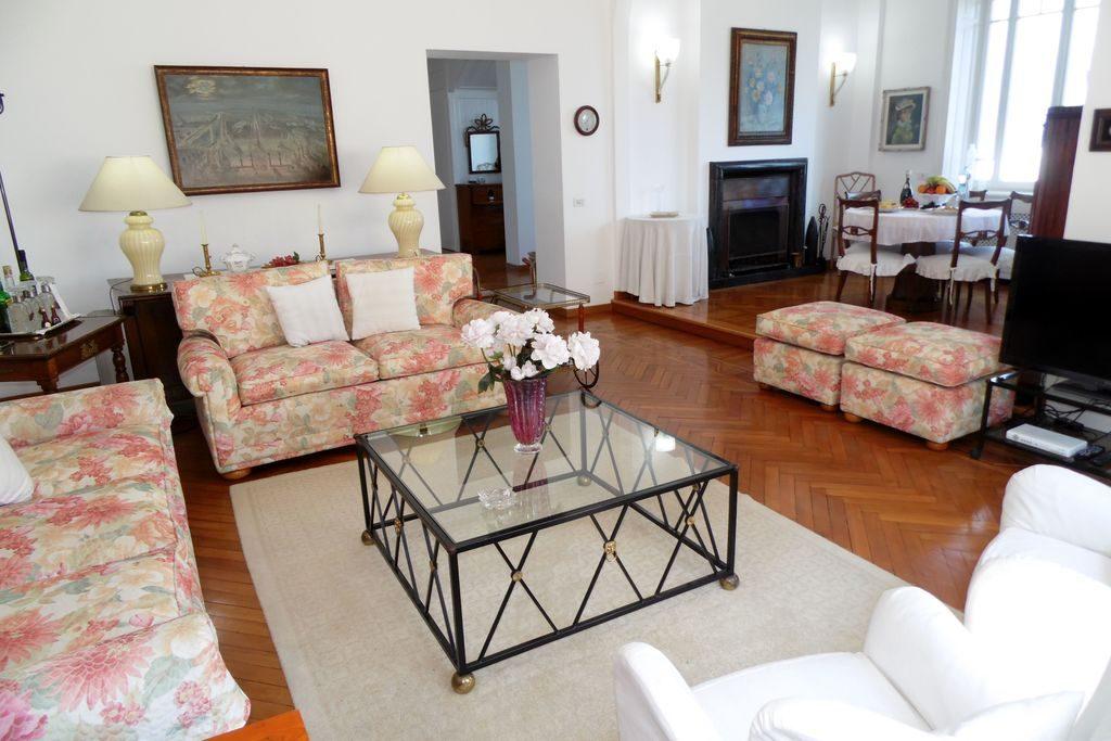 Woonkamer van Villa Baveno aan het Lago Maggiore, Italië