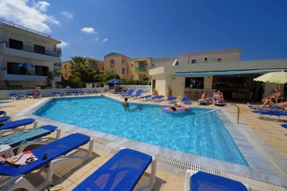 Zwembad van Appartementen Neptune in Chersonissos, Kreta