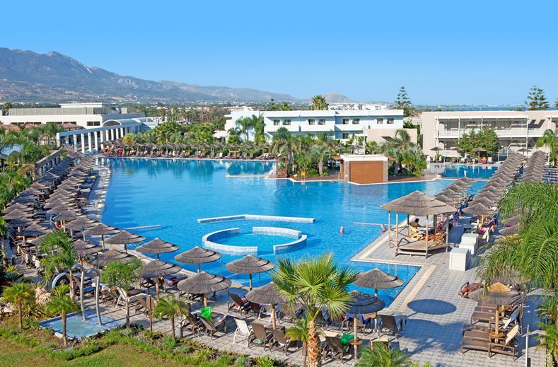 Zwembad van Blue Lagoon Resort in Kos-stad, Kos