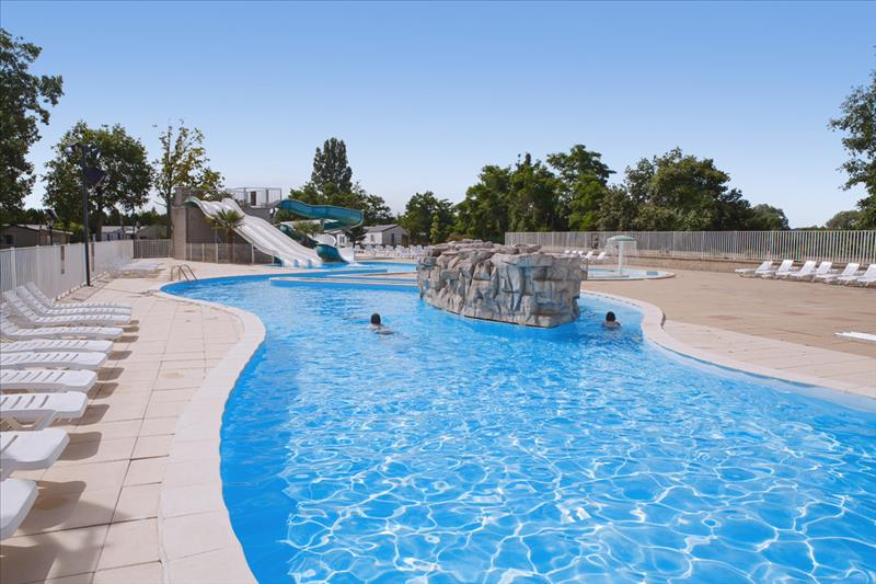 Zwembad van Camping Le Parc des Allais in Trogues, Frankrijk