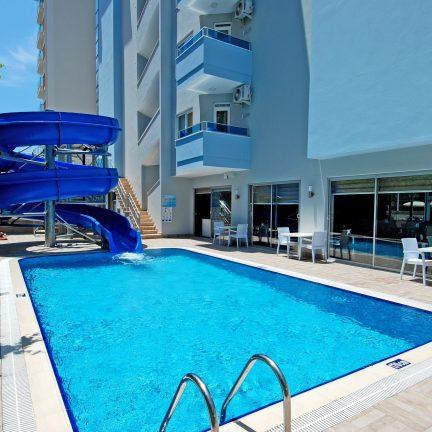 Zwembad en glijbaan van Hotel Kleopatra Ramira in Alanya, Turkije