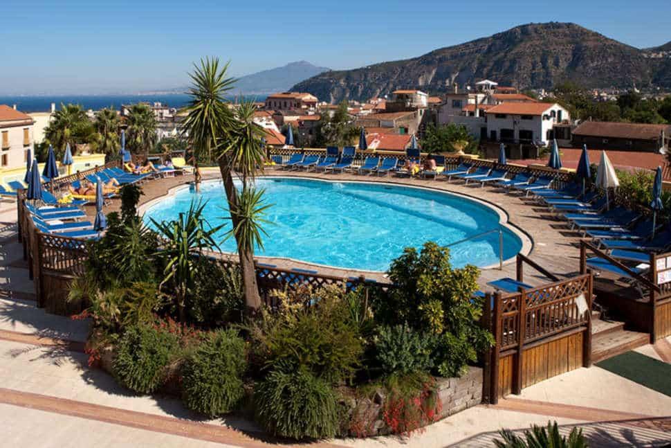 Zwembad van Grand Hotel La Pace in Sorrento, Italië