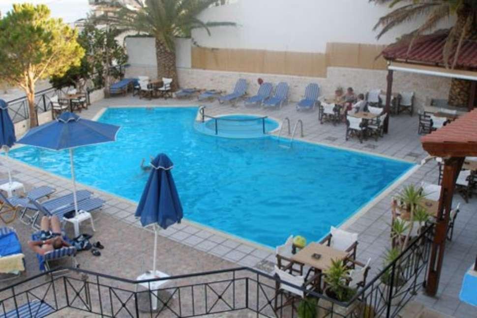 Zwembad van Hotel Areti in Agia Galini, Kreta