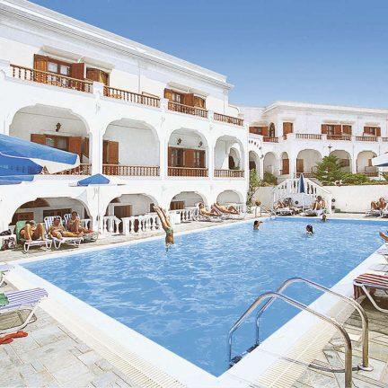 Zwembad van Hotel Armonia in Kamari, Santorini