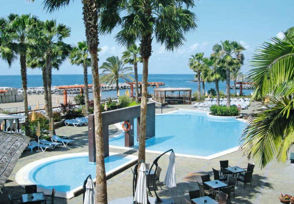 Zwembad van Hotel Calheta Beach in Calheta, Madeira