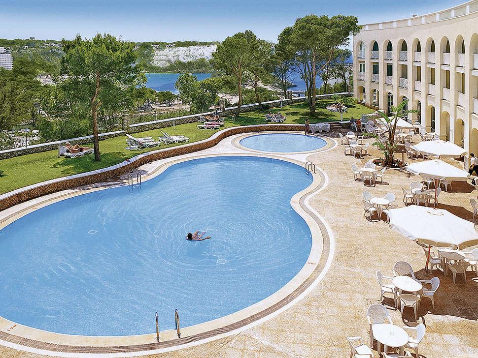 Zwembad van Hotel Floramar in Cala Galdana, Menorca