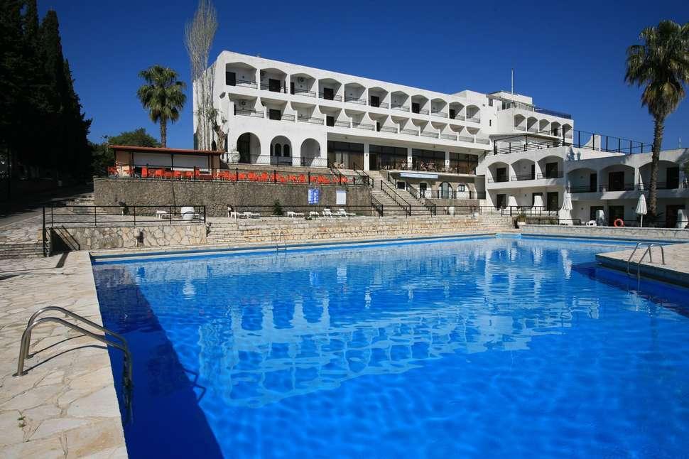 Zwembad van Hotel Magna Graecia in Dassia, Corfu