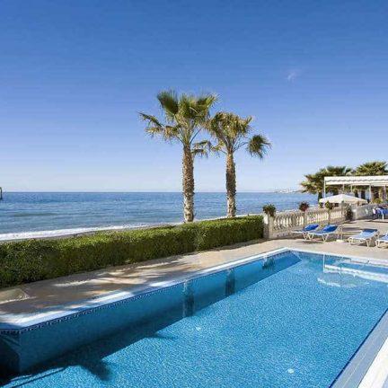 Zwembad van Hotel Perla Marina in Nerja, Costa del Sol, Spanje