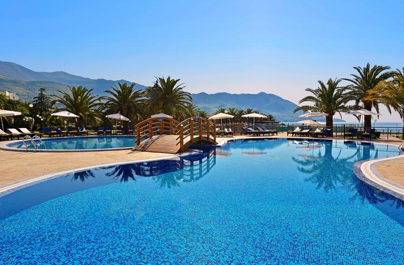 Zwembad van Iberostar Bellevue Hotel in Becici, Montenegro