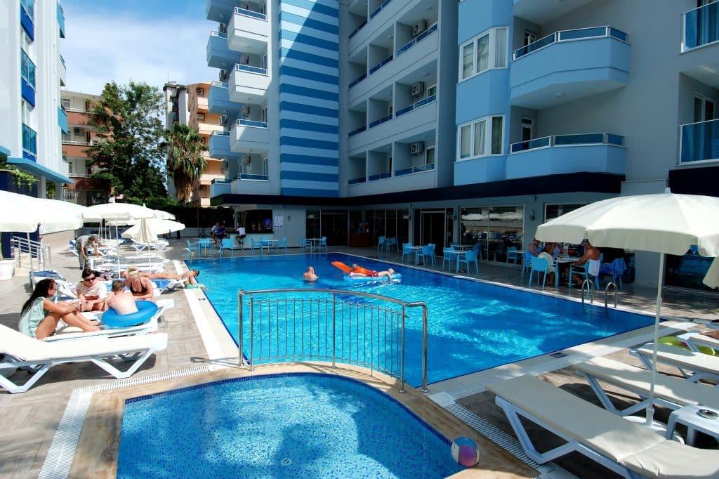Zwembad en kinderbad van Hotel Kleopatra Ramira in Alanya, Turkije