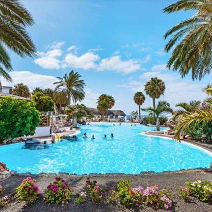 Zwembad van Gran Castillo Tagoro Hotel & Resort in Playa Blanca, Lanzarote