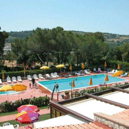 Zwembad van Residence La Pieve Di Pomaia in Pomaia, Italië