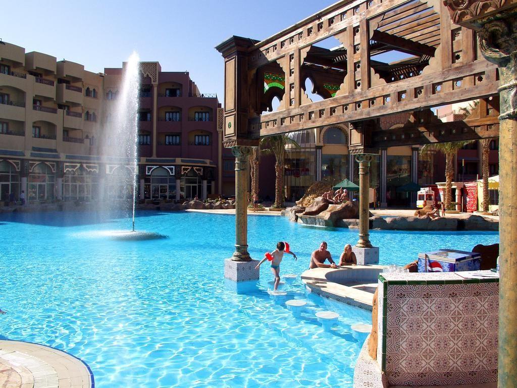 Zwembad van Sunny Days El Palacio Resort in Hurghada, Egypte
