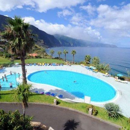 Zwembad en uitzicht van Monte Mar Palace Hotel in Ponta Delgada, Madeira