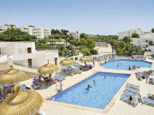 Zwembaden van Ferrera Blanca hotel in Cala d'Or, Mallorca