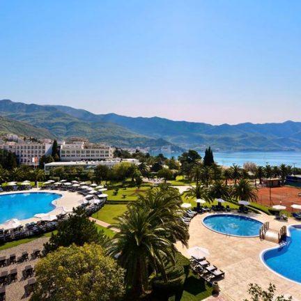 Zwembaden van Iberostar Bellevue Hotel in Becici, Montenegro