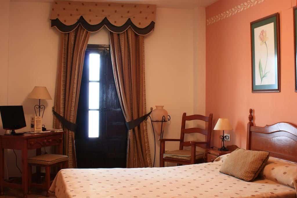 Hotelkamer van Hotel Rural Zuhayra in Zuheros, Spanje